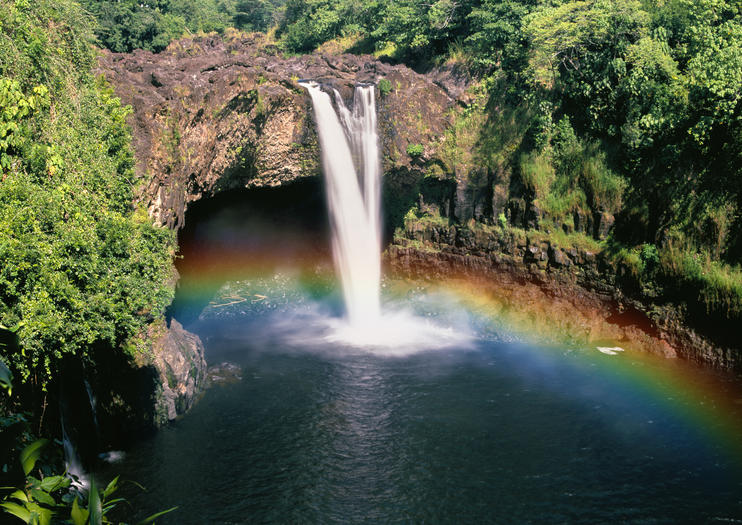 Explore Rainbow Falls & Akaka Falls