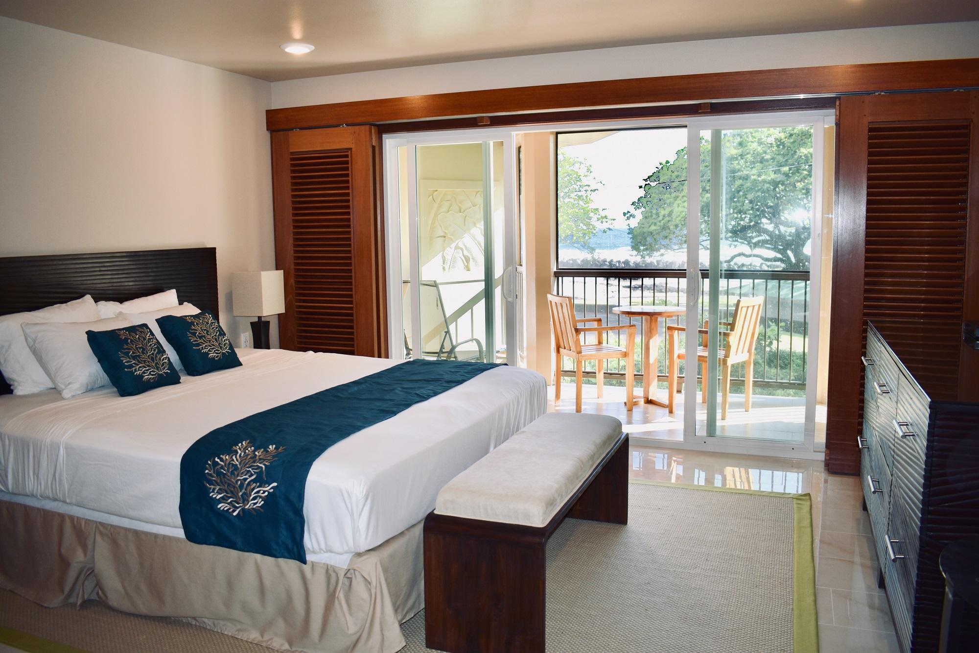 Oceanfront Lehua Room - Hilo Beach House Inn